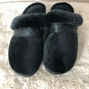 🌞 5 for $25 Isotoner Slippers